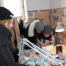 Школьники на экскурсии в мастерской