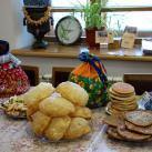 баурсаки и различные лепешки - для чаепития за музейным столом